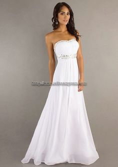 My dream wedding dress! If only the top was straight across. <3333