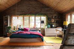 Uau, linda decoração. Rústica e divertida. O colorido ajuda a quebrar a rusticidade concedendo charme ao ambiente.