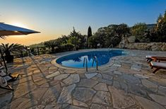Example of a small pool on cliffside property with a massive flagstone patio that takes up the entire backyard. Small Backyard Pools, Swimming Pools Backyard, Swimming Pool Designs, Outdoor Pool, Blue Haven Pools, Kidney Shaped Pool, Rectangle Pool, Flagstone Patio, Brick Pavers