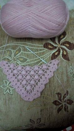 Diy Crafts - This Pin was discovered by Dim Shawl Patterns, Crochet Flower Patterns, Crochet Stitches Patterns, Thread Crochet, Crochet Flowers, Knitting Patterns, Poncho Crochet, Crochet Scarves, Crochet Clothes