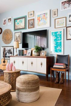 Small Space Storage Ideas To Organize Your Tiny Home - Small Room Storage Ideas: 15 Ways to Get More Storage Living Room Tv, Apartment Living, Interior Design Living Room, Living Room Designs, Apartment Interior, Tv Wall Ideas Living Room, Small Living Room Ideas With Tv, Rustic Apartment, Kitchen Living