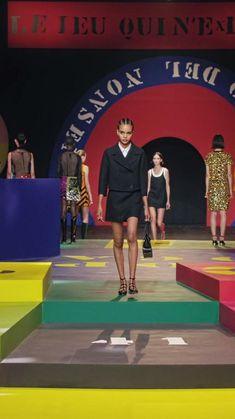 Korean Girl Fashion, Korean Street Fashion, Fashion Week, Fashion Show, Fashion Design, Silhouettes, Friends Series, Famous French, Fashion Videos