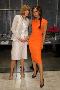 Victoria Beckham: Fashion's Night Out with Anna Wintour!: Photo Victoria Beckham and Vogue Editor-in-Chief Anna Wintour attend a 2012 Fashion's Night Out celebration held at Bergdorf Goodman on Thursday (September in New… David Und Victoria Beckham, Victoria Beckham Stil, Viktoria Beckham, Fashion Night, Look Fashion, Womens Fashion, Latest Fashion, Fashion Trends, Celebrity Gallery