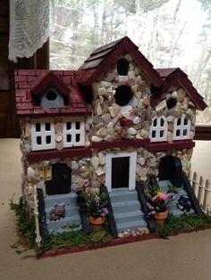Kitty bird house