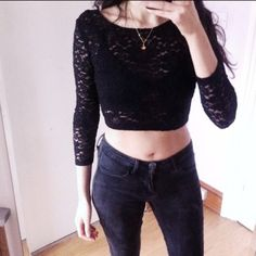 Lace crop top Super cool and pretty。The top on the first two pics on sale Hm Tops Crop Tops