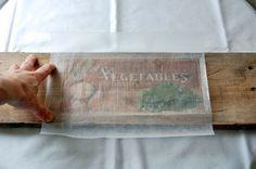 Ein unglaublich einfacher Weg, sich ein abgefahrenes Vintage-Holzschild selber zu machen.