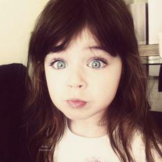 If J had dark hair Pretty Kids, Cute Kids, Beautiful Children, Beautiful Babies, Cute Baby Girl, Cute Babies, Dark Hair Blue Eyes, Blue Eyed Baby, Cute Baby Pictures