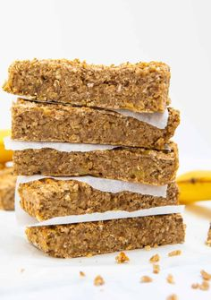 Introducing the easiest Breakfast Banana Bars you'll ever make!They're gluten free, vegan and refined sugar free using only 3 ingredients!These banana bars are the perfect healthy breakfast for on the go or even as a well balanced snack. Vegan Gluten Free Breakfast, Breakfast Bars Healthy, Healthy Vegan Snacks, Banana Breakfast, Vegan Breakfast Recipes, Vegan Desserts, Vegan Recipes, Vegan On The Go Breakfast, Healthy Life