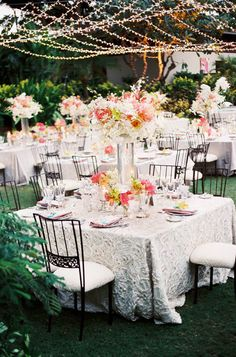 #AlFresco Dining | Lovely Linens | Steve Steinhardt Photography | Beth Helmstetter Events | Holly Flora |  #SMP Weddings: http://www.stylemepretty.com/2013/01/10/big-island-wedding-from-beth-helmstetter-events-steve-steinhardt/