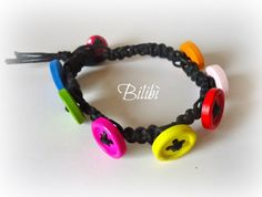 Bilibì: macramé bracelet with buttons