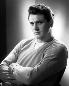 Photo of Rock Hudson for fans of Classic Movies 11920229 Hollywood Icons, Golden Age Of Hollywood, Vintage Hollywood, Classic Hollywood, Hollywood Glamour, Ricky Martin, Actors Male, Actors & Actresses, Divas
