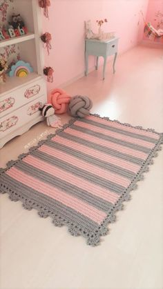 Carpet Wall To Wall Patterned - Beige Carpet Grey Sofa - Red Carpet Paparazzi - - Black Carpet With Gold Crochet Mat, Crochet Rug Patterns, Crochet Carpet, Pink Carpet, Beige Carpet, Patterned Carpet, Black Carpet, Tapis Design, Crochet Table Runner