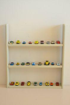 Wooden shelf (macarenabilbao.com)