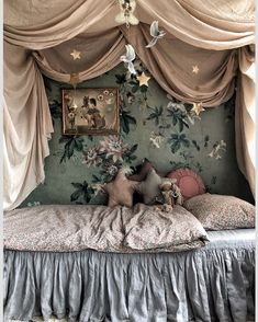 """𝙶𝚒𝚜𝚎𝚕𝚕𝚎🍃 on Instagram: """"Searching for some linnen ruffle bed covers ... tips are welcome🤗😘"""" Dream Bedroom, Kids Bedroom, Purple Rooms, Vintage Interior Design, Baby Room Art, Ruffle Bedding, New Beds, Big Girl Rooms, Fashion Room"""