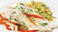 An easy to realize fish recipe: Cod Fillets with Fennel Vegetable Rice, Barbecue, Fresh Chives, Filets, Serving Plates, C'est Bon, Fish And Seafood, Couscous, Seafood Recipes