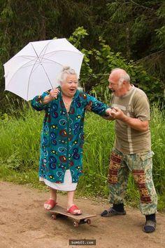 幽默的人生態度才是關鍵。  年輕人都無法想像自己老去的樣子,覺得枯燥的老年生活一定非常乏味。但是下面這些老夫婦卻活得很快樂,他們甚至比一些年輕人都要開心。看完他們做的事後,你一定明白只要有對的人陪伴,[…]