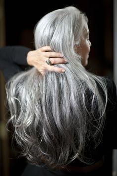 Yasmina Rossi Reveals Her Beauty Secrets Morning Beauty Routine, Beauty Routines, Yasmina Rossi, Silver Haired Beauties, Grey Hair Inspiration, Beauty Hacks Skincare, Drugstore Beauty, Peinados Pin Up, Long Gray Hair