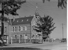 Francis Street Primary School Yarraville Melbourne Victoria, Victoria Australia, Historical Sites, Historical Photos, Historic Houses, History Teachers, Primary School, Colleges, Libraries