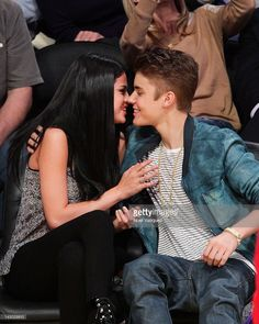 Selena Gomez (L) and Justin Bieber kiss at a basketball game between the San Antonio Spurs and the Los Angeles Lakers at Staples Center on April 17, 2012 in Los Angeles, California.