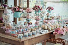 cha-noivado-inspiracao-vintage-romantica-mesa-bolo-candy-colors