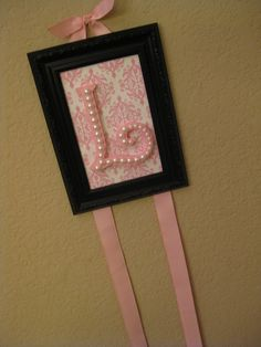 Love the pearl letter idea Crafts To Do, Diy Crafts, Pearl Letters, Headband Holders, Bow Holders, Kids Hair Bows, Pink Damask, Bow Jewelry, Diy Bow