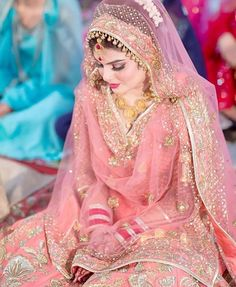 Gur..... Bridal Dupatta, Pakistani Bridal Makeup, Pakistani Wedding Outfits, Indian Bridal Outfits, Indian Bridal Lehenga, Pakistani Wedding Dresses, Pakistani Dress Design, Indian Dresses, Punjabi Bride