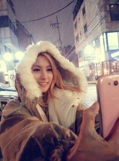 KARA ギュリ、セルフショットで綺麗に見えるコツを公開 - PICK UP - 韓流・韓国芸能ニュースはKstyle