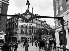 Buenos días! #madrid #lavapies #metro #metromadrid #metrodemadrid #españa #spagna #instamadrid #instapic #madridgram #igersmadrid #igersespaña #ig_madrid #ig_madrid_city #cool #spain #blackandwhite #blancoynegro #biancoenero #bw #bwphotography #bwlovers by vidademadrid