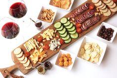 Ik hou van borrelen! In dit artikel geef ik je 10 tips om de lekkerste borrelplank op tafel te zetten. Met fijne, nieuwe tips in de augustus 2016 update!