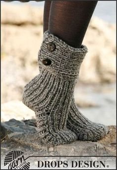 Moon Socks by DROPS Design - Cutest Knitted DIY: FREE Pattern for Cozy Slipper Boots. I love my knitted slippers, would definitely love these! Crochet Slipper Boots, Knitted Slippers, Crochet Slippers, Knit Crochet, Slipper Socks, Crochet Gifts, Knit Slippers Free Pattern, Ugg Slippers, Free Crochet Slipper Patterns