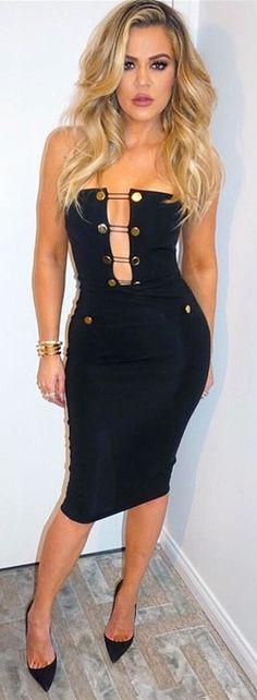 Khloe Kardashian in a strapless Cushnie et Ochs