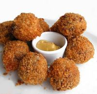 A Tray Of Garnalenkroketten (Dutch Shrimp Croquettes); These start with a roux for a hearty taste. Tapas, Appetizer Recipes, Dog Food Recipes, Appetizers, Typical Dutch Food, My Favorite Food, Favorite Recipes, Dutch Recipes, Food Platters
