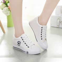 2017 High Quality Lace-up Women Flat Shoes Women Classic Comfort Female Models Canvas Shoes
