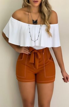 Body Ciganinha Branco in 2020 Party Outfits For Women, Cute Casual Outfits, Short Outfits, Spring Outfits, Winter Outfits, Summer Party Outfits, Cute Party Outfits, Ladies Outfits, Elegante Shorts Outfit