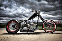 Cool old school chopper.