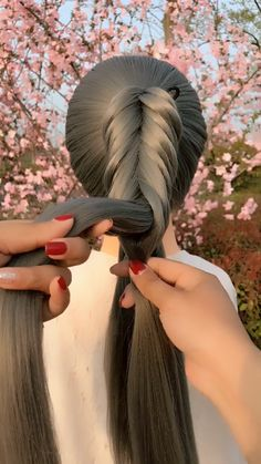 46 lazy person Braid Hairstyles Tutorial Videos Its simple For more hair styl Lazy Hairstyles, Braided Hairstyles Tutorials, Box Braids Hairstyles, Teenage Hairstyles, Pretty Hairstyles, Braided Hairstyles For Long Hair, Braid Tutorials, Long Haircuts, Hairstyles Videos