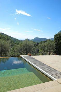 Piscine à débordement avec très belle vue au Barroux proche du Mont-Ventoux Provence. Infinity pool with amazing view. At le Barroux close to the Mont-Ventoux