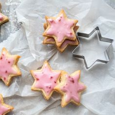 star - What an eye-catcher! But too bad to just get fed up with it. -raspberry star - What an eye-catcher! But too bad to just get fed up with it. Cookies And Cream Cake, Butter Chocolate Chip Cookies, Chocolate Cookie Recipes, Easy Cookie Recipes, Best Peanut Butter, Peanut Butter Cookie Recipe, Sugar Cookies Recipe, 2 Ingredient Cookies, Pumpkin Smoothie