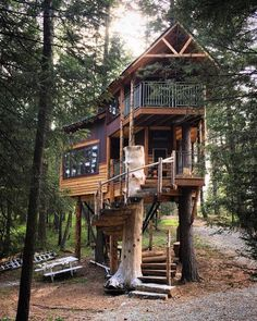 Montana Tree house Retreat: FEATURED On The Tree house Guys on DIY Network! Nestled on a private wooded 7 acres, this artistically designed craftsman double decker tree house is one of a kind and has all the luxury .