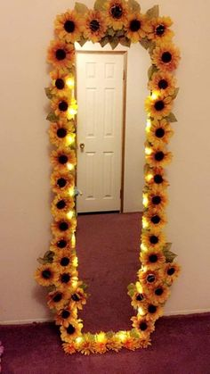 on wall bedroom decor ideas Creative Decor Ideas for a Teenage Bedroom To Inspire Today Cute Room Ideas, Cute Room Decor, Teen Room Decor, Room Ideas Bedroom, Bedroom Decor, Flower Room Decor, Bedroom Designs, Modern Bedroom, Sunflower Room