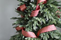 Tips And Tricks For Beautiful Christmas Tree Ribbon Video Happy New Year Christmas Tree Decorations Ribbon, Christmas Tree Garland, Ribbon On Christmas Tree, Beautiful Christmas Trees, Colorful Christmas Tree, Christmas Tree Themes, Xmas Tree, Christmas Diy, Christmas Christmas