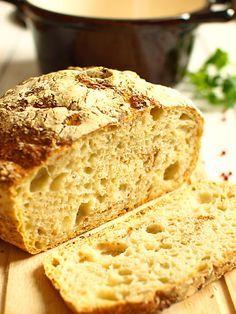 """Chleb pszenny z garnka (zwany też """"FOCH"""" - czyli Fenomenalnie Obłędny CHleb) - film video: Ma gruuuubą, chrupchrupchrupiącą skórkę. Wielkie dziury. Przygotowanie i..."""