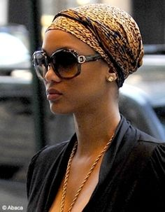 Tyra Banks stunting on the scene with her turban Chapeaux Bonnet Slouchy, Bad Hair Day, My Hair, Hair Updo, Turbans, Headscarves, Hair Wrap Scarf, Head Scarf Styles, African Head Wraps