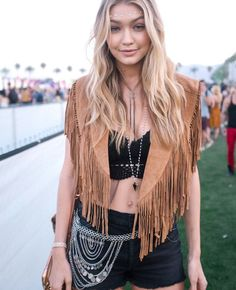 Coachella Fashion Accessories, Coachella Fashion Makeup, Coachella Fashion Outfit, Coachella Fashion Jewelry, Coachella Fashion Party, Coachella Fashion Festival, Coachella Fashion Inspiration, Coachella Fashion Tenue, Coachella Fashion boho, Coachella Fashion Style, Coachella Fashion Celebrities, Coachella Fashion Gigi Haddid #Coachella #CoachellaFashion #MusicFestival #FestivalFashion