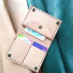 Leather Wallet for men for women - Beutel Leather Wallet Pattern, Leather Card Wallet, Womens Leather Wallet, Pochette Diy, Simple Wallet, Passport Wallet, Wallets For Women Leather, Leather Projects, Clutch