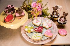 Biscoitos decorados com glacê real para o Dia dos Namorados e Dia das Mães.