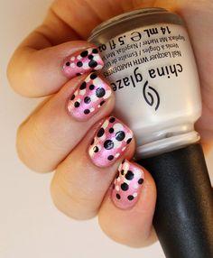 Goodly Nails: Pilkkuja kynsillä