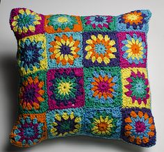 beautiful and cozy pillow Crochet Cushions, Crochet Pillow, Crochet Granny, Diy Crochet, Crochet Hooks, Crochet Ideas, Felt Cushion, Diy Gifts, Crochet Patterns