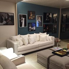 Espaço Cris Paola - Sala de Música e Jogos, mostra Viver São Paulo #studiocrispaola #quadros #sofá