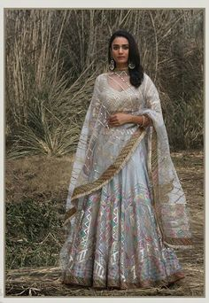 Dress 2018 Bridal Designers you need to visit this season Desi Bride Style : Rimple & Harpreet Narula 2018 Indian Bridal Lehenga, Pakistani Bridal Dresses, Indian Dresses, Indian Outfits, Indian Clothes, Bridal Lengha 2018, Desi Clothes, Indian Sarees, India Fashion